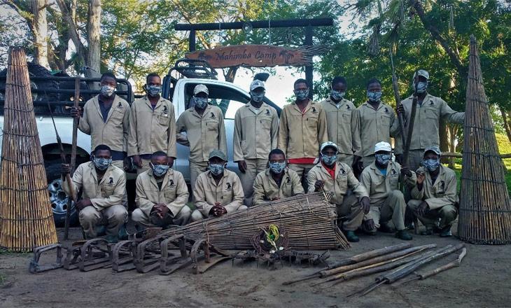 Fiscais de Dombawera Safaris e armadilhas apreendidas