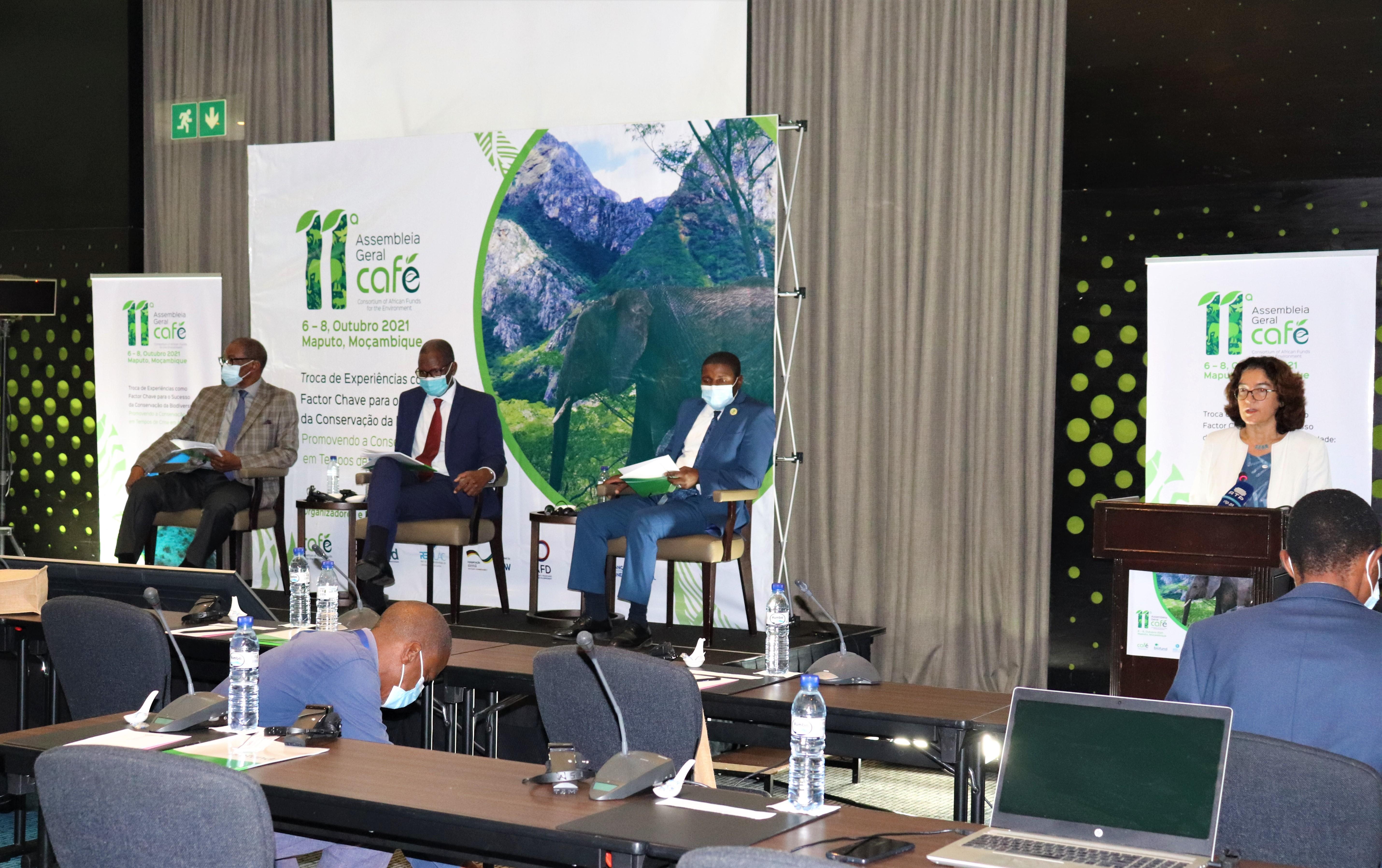 Luis Bernardo Honwana (Director Executivo da BIOFUND), Narciso Matos (PCA da BIOFUND), Armindo Araman (Directo de Serviços de Conservação e Desenvolvimento Comunitário _ANAC)